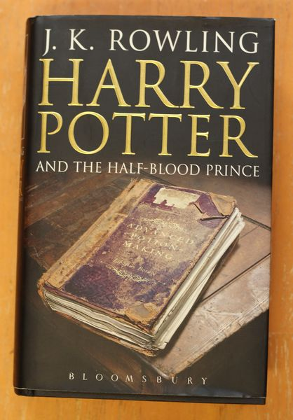 Harry Potter and the Half-Blood Prince -  J. K. Rowling  (käytetty)
