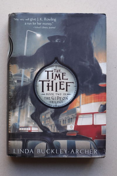 The Time Thief - Book Two in The Gideon Trilogy -  Linda Buckley-Archer (käytetty)