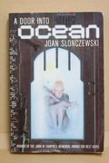 A Door Into Ocean: Elysium Cycle vol 1 - Joan Slonczewski (käytetty)