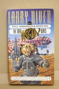 The Man Kzin Wars vol 1 -  Larry Niven , Poul Anderson and Dean Ing (käytetty pokkari)
