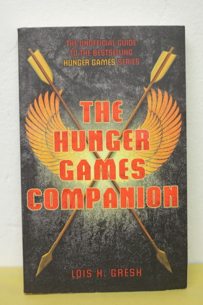 The Hunger Games Companion - Lois H. Gresh (käytetty)