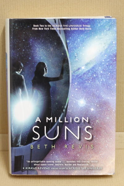 A Million Suns - Beth Revis (käytetty)